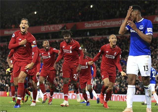 Các cầu thủ Liverpool sung sướng vì thắng theo cách rất bất ngờ