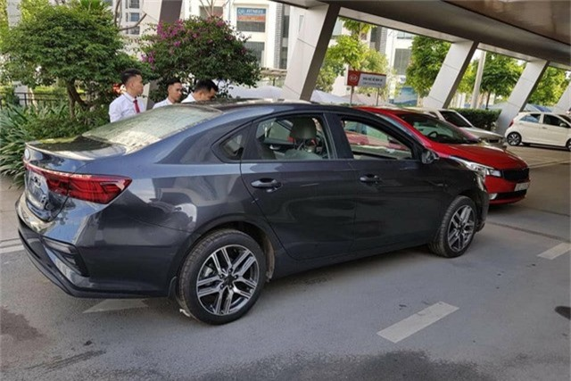 Lộ ảnh chi tiết nội, ngoại thất 2 phiên bản Kia Cerato 2019 tại đại lý trước ngày ra mắt - Ảnh 5.
