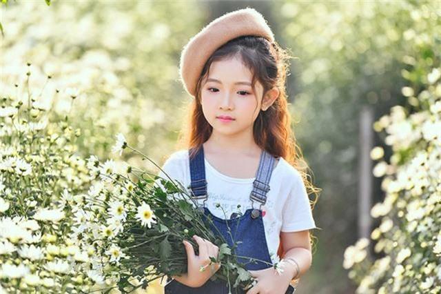 Hà Linh thích hát, múa, xem truyện tranh và thích nhất là chú mèo máy Doraemon. Ngoài ra, Linh cũng được khen rằng cô bé có mái tóc đẹp giống như nàng công chúa tóc mây Rapunzel.