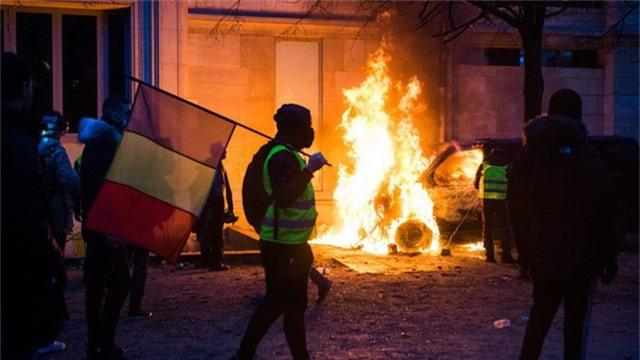 Các cuộc biểu tình Áo vàng bắt đầu lan rộng ở Pháp, phản đối tăng giá xăng, tăng thuế. (Ảnh: Reuters)