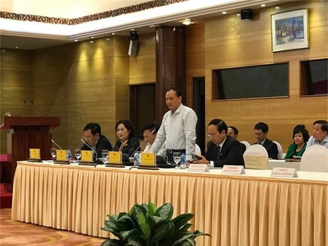 Thứ trưởng Bộ GTVT Nguyễn Nhật trả lời các câu hỏi của phóng viên
