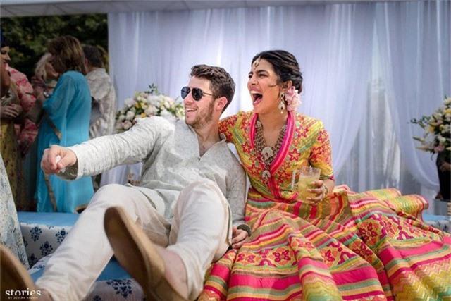 Priyanka Chopra được Nick Jonas cầu hôn vào đúng ngày sinh nhật của cô
