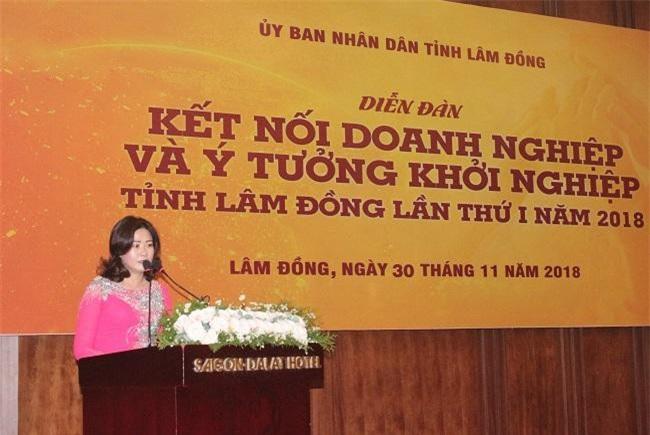 Bà Trần Trúc Phương đóng góp ý kiến tại Diễn đàn (Ảnh: VH)
