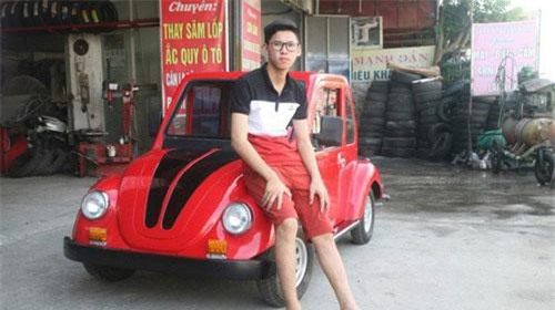 Học sinh lớp 11 'trình làng' ô tô điện tự thiết kế. Mấy tháng qua, người dân (Ý Yên-Nam Định) khá quen thuộc với hình ảnh một nam sinh có dáng người mảnh khảnh ngồi lụi cụi bên một đống vật dụng trong một gara ô tô nằm ngay mặt đường quốc lộ 10. Tuy nhiên, ít ai biết cậu nam sinh này đang mày mò thiết kế, lắp ráp ô tô. (CHI TIẾT)