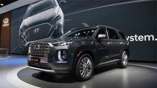 Hyundai Palisade 2020: Bước đi đột phá của Huyndai trong phân khúc SUV. Với mô hình SUV Hyundai Palisade 2020 công bố tại Triển lãm LA Auto Show, nhà sản xuất ô tô Hàn Quốc hy vọng sẽ làm cho tạo ra tuyên bố mạnh mẽ hơn trong phân khúc SUV quan trọng này. (CHI TIẾT)