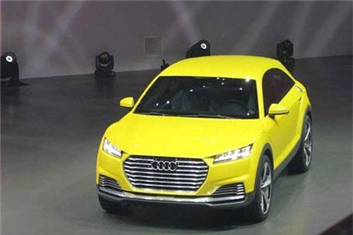 """Xe sang Audi Q4 có gì để """"đấu"""" Range Rover Evoque?. Là phiên bản thương mại của mẫu xe TT Offroad Concept đã từng ra mắt vào năm 2014, xe sang Audi Q4 sở hữu kiểu dáng SUV lai Coupe với phần nóc mượt mà và cửa cốp theo phong cách liftback. (CHI TIẾT)"""