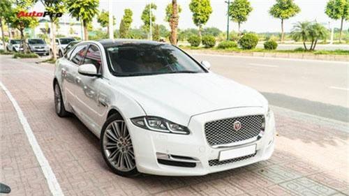 Kén khách, Jaguar XJL hạ giá hơn 1 tỷ đồng chỉ sau 20.000km để tìm chủ mới. Chủ nhân hiện tại của chiếc Jaguar XJL 2017 có odo khoảng 20.000 km chia sẻ: