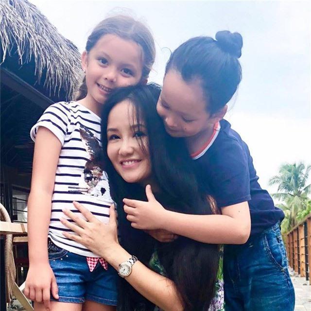 Nữ ca sĩ gốc Hà Nội cho rằng, sự hồn nhiên của hai con là nguồn năng lượng tích cực giúp chị có thêm nghị lực vượt qua khó khăn.