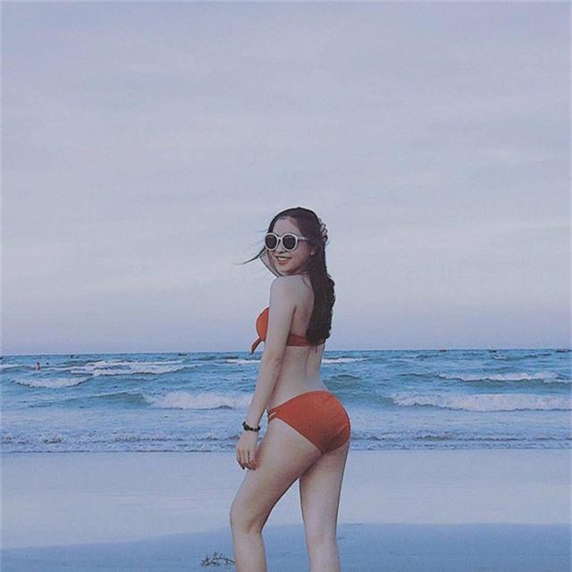 Nhật Lê được cho là cô gái xinh đẹp nhất nhì trong dàn WAGs của tuyển Việt Nam.