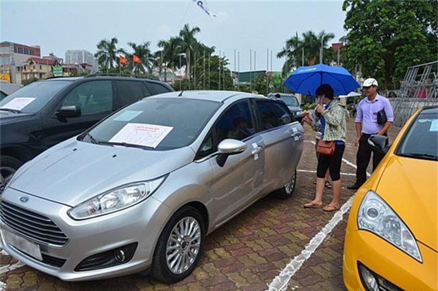 Dù những chiếc xe có giá dưới 500 triệu đồng, song không hẳn dễ bán trong thời điểm dòng xe giá rẻ đang cấp tập ra mắt tại Việt Nam