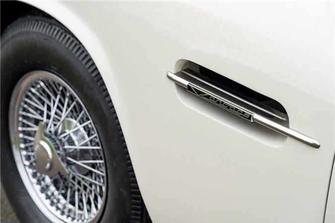 Aston Martin lắp động cơ điện cho xe cổ mui trần DB6 MkII ảnh 13