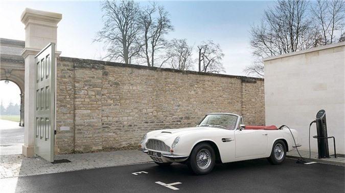Aston Martin lắp động cơ điện cho xe cổ mui trần DB6 MkII ảnh 2