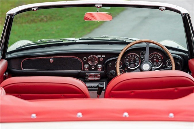 Aston Martin lắp động cơ điện cho xe cổ mui trần DB6 MkII ảnh 6