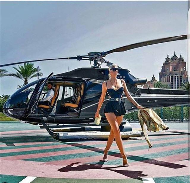 Nhắc đến Dubai, người ta sẽ nghĩ ngay tới một thành phố siêu giàu với những biệt thự dát vàng, siêu xe đầy phố và cả thói quen vung tiền của các đại gia.