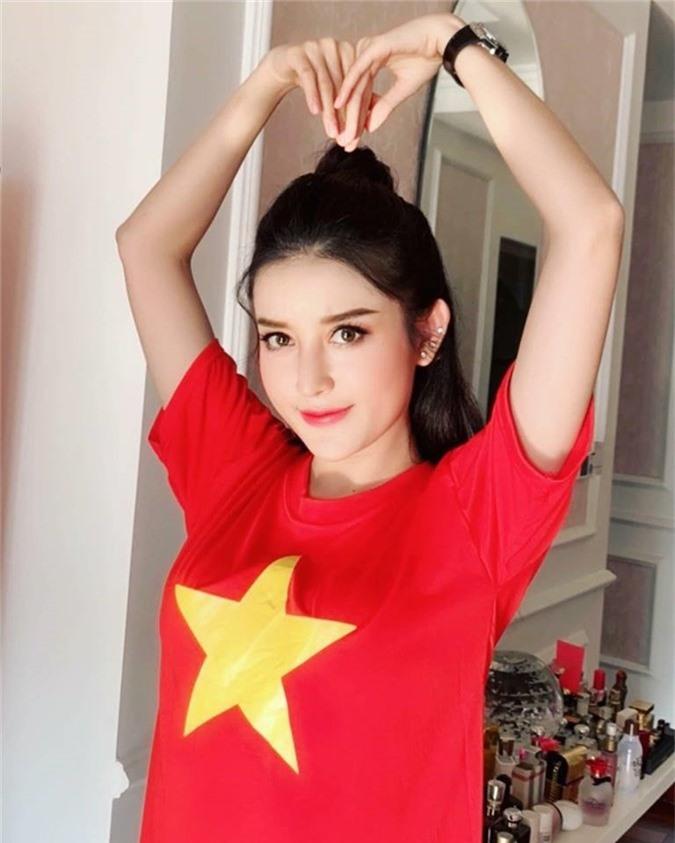 Á hậu Huyền My sẵn sàng ra sân tiếp lửa cho các chàng trai Việt Nam.
