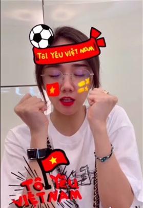 Ca sĩ Phương Ly nhí nhảnh chúc mừng đội tuyển Việt Nam.