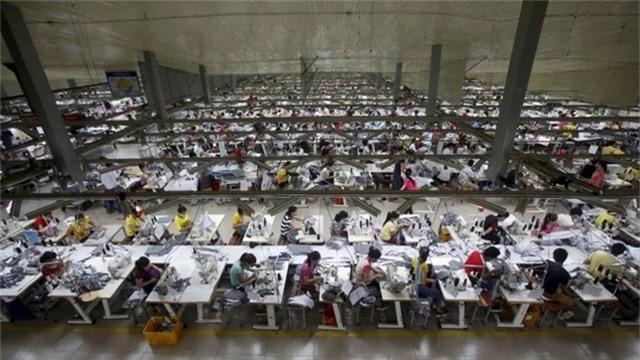 Chi phí tăng cao và thỏa thuận đình chiến trong cuộc chiến thương mại đang thuyết phục các nhà sản xuất xuất khẩu tại Trung Quốc phải xem xét lại việc chuyển đến Việt Nam. (Nguồn: Reuters)