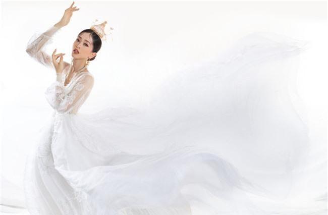Bị chê người mỏng, Á hậu Phương Nga bất ngờ tung ảnh mặc váy cưới khoe vòng một đầy đặn khó ngờ - Ảnh 14.