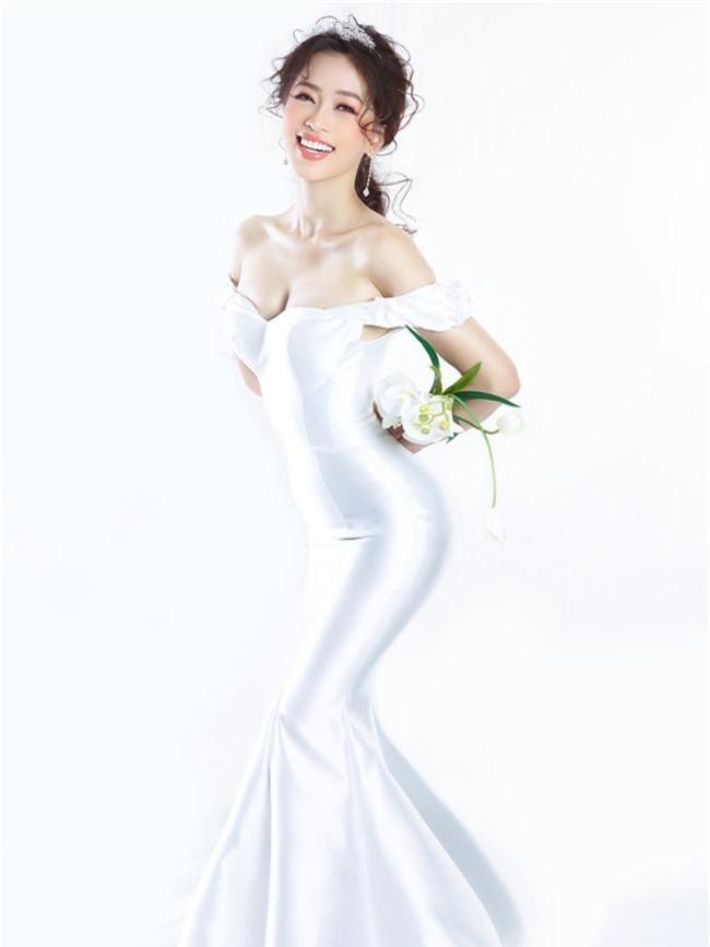 Bị chê người mỏng, Á hậu Phương Nga bất ngờ tung ảnh mặc váy cưới khoe vòng một đầy đặn khó ngờ - Ảnh 2.