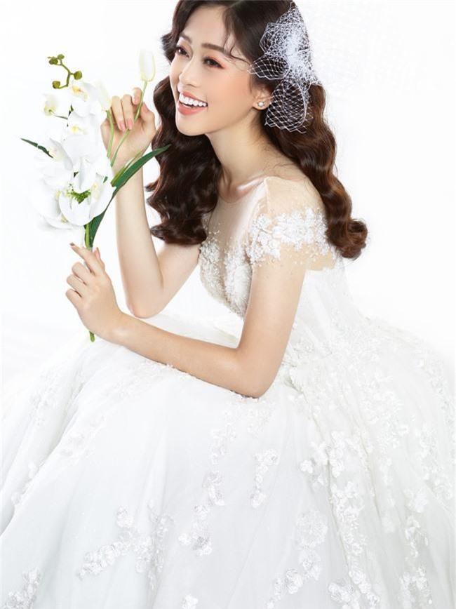 Bị chê người mỏng, Á hậu Phương Nga bất ngờ tung ảnh mặc váy cưới khoe vòng một đầy đặn khó ngờ - Ảnh 6.