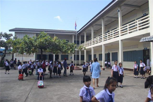 Học sinh theo học tại trường Tiểu học - THCS Thống Nhất có cả học sinh là con em người Việt và Lào.