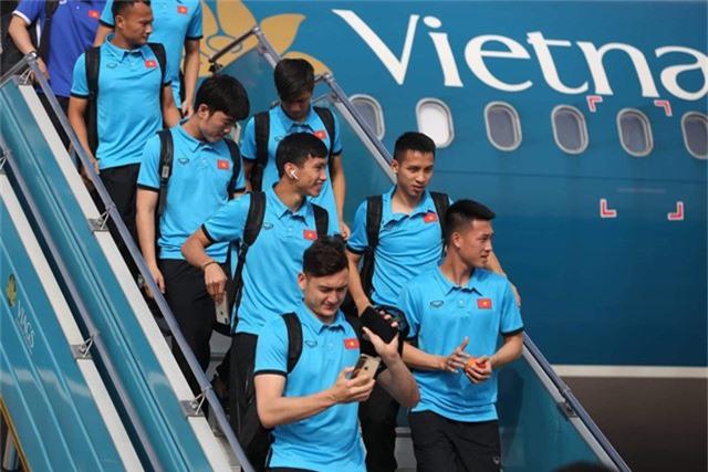 Các cầu thủ của đội tuyển Việt Nam lên đường tới Malaysia chiều 7/12 để chuẩn bị đá trận chung kết lượt đi AFF Cup 2018