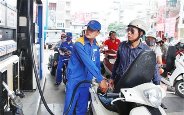 Giá xăng dầu liên tục được giảm giá trong 4 lần điều chỉnh vừa qua.