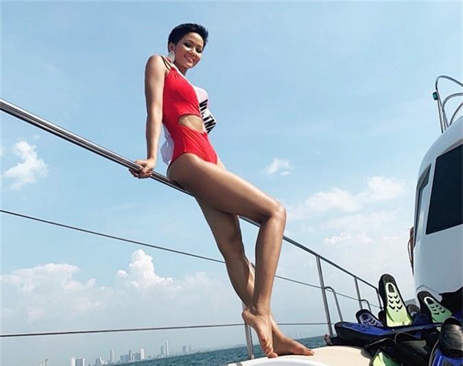 HHen Niê diện bikini khoe da nâu ở biển Thái Lan
