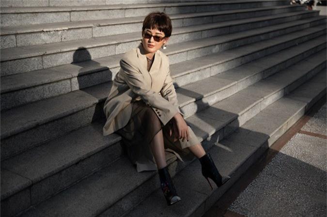 Bộ ảnh được thực hiện với sự hỗ trợ của stylist Lê Minh Ngọc, make-up Hiwon.