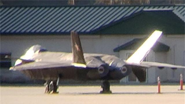 Bức ảnh được cho là chụp máy bay chiến đấu J-20 tại căn cứ ở Mỹ. (Ảnh: Aviationist)