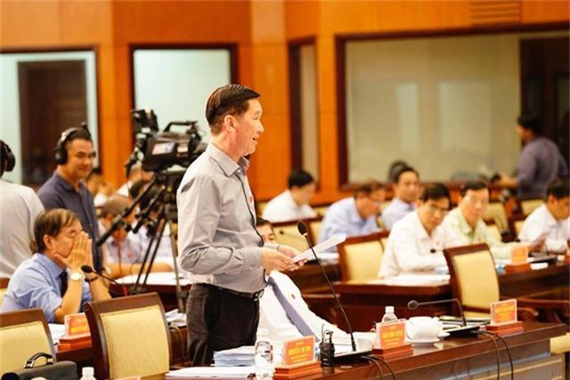 Phó chủ tịch UBND TPHCM Trần Vĩnh Tuyến cho biết thành phố sẽ rà soát lại các trường hợp chưa cấp giấy chứng nhận cho người dân