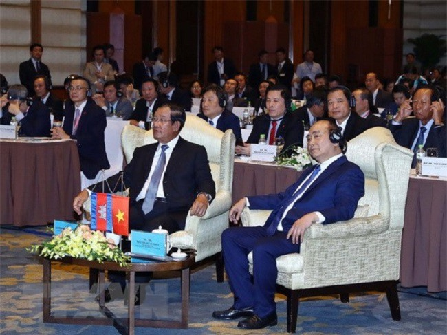 Thủ tướng Nguyễn Xuân Phúc và Thủ tướng Hun Sen tham dự diễn đàn