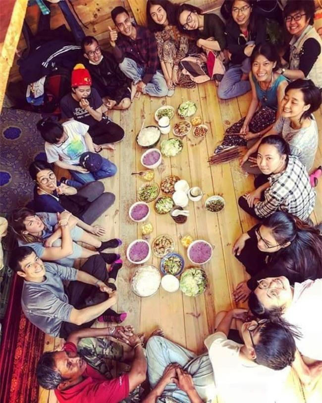 Một bữa cơm thân mật Nhà của Thời Thanh Xuân mời khách