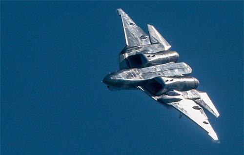 Máy bay chiến đấu phản lực thế hệ thứ năm Su-57 của Nga sẽ được trang bị tên lửa siêu thanh có đặc điểm tương tự như tên lửa Kinzhal,