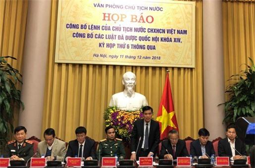 Phó Chủ nhiệm Văn phòng Chủ tịch nước Chu Văn Yêm công bố Lệnh của Chủ tịch nước về 9 Luật mới được Quốc hội thông qua. (Ảnh: Báo Điện tử ĐCS)