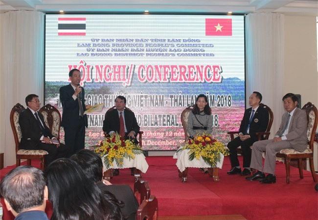 Ông Sử Thanh Hoài, Chủ tịch UBND huyện Lạc Dương phát biểu khai mạc hội nghị