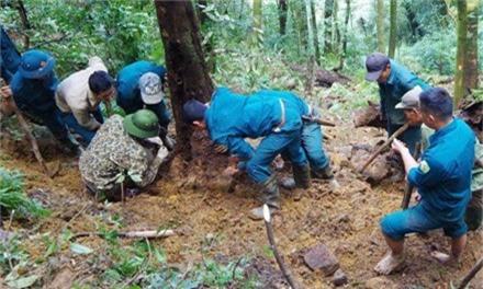Lực lượng tìm kiếm phát hiện nhiều di vật tại vị trí máy bay rơi