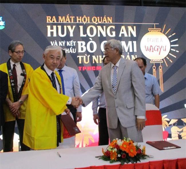 Đại diện hai công ty Huy Long An thực hiện ký kết hợp tác với Nhật (ảnh QD)