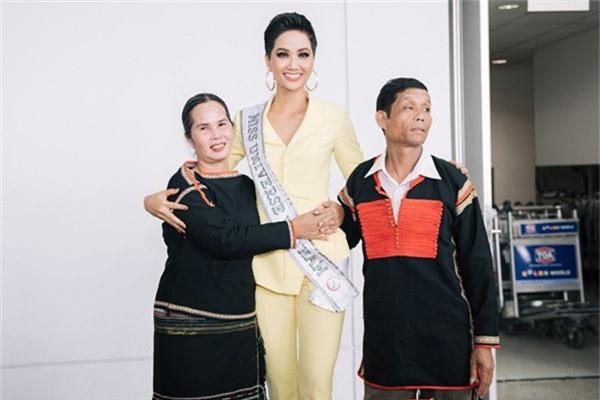 HHen Niê tiết lộ gây sốc về phản ứng của bố mẹ ruột khi chứng kiến con gái lọt Top 5 Miss Universe 2018 - Ảnh 3.
