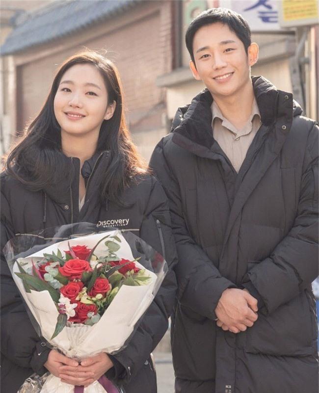 Jung Hae In đóng cặp với Kim Go Eun nhưng lại trông giống đôi bạn thân hơn là tình nhân - Ảnh 3.
