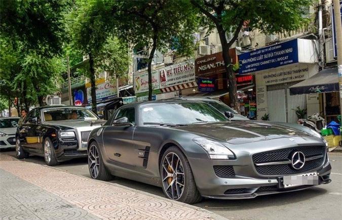 Xe Mercedes có giá lên tới trên 14 tỷ đồng. Ảnh: Zing.
