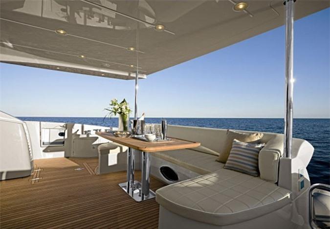 Du thuyền hạng sang thiết kế sang trọng, hiện đại với nhiều phòng chức năng. Ảnh: Zing.