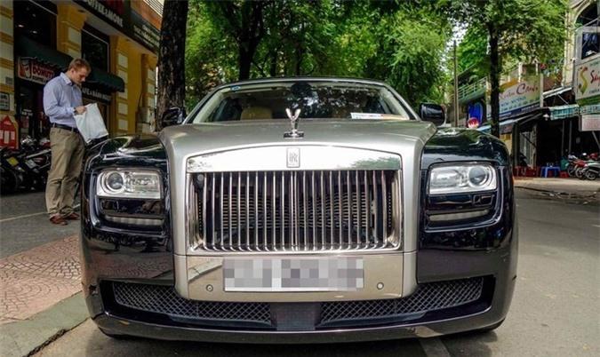 Đại gia Johnathan Hạnh Nguyễn cũng được biết đến là một đại gia chơi xe tại Sài Gòn. Trong đó phải kể đến bộ xe Rolls-Royce phiên bản khác nhau. Ảnh: Zing.