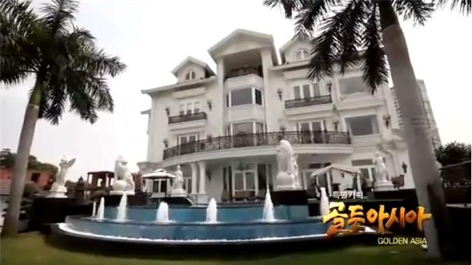 Biệt thự gây choáng với khuôn viên rộng lớn nguy nga tráng lệ gồm bể bơi, khu vui chơi thư giãn, bể nước nhân tạo...Ảnh: KBS.