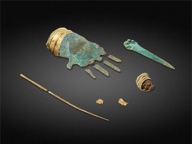 Phát hiện bàn tay kim loại 3.500 năm tuổi trong mộ cổ ở Thụy Sĩ - Ảnh 1.