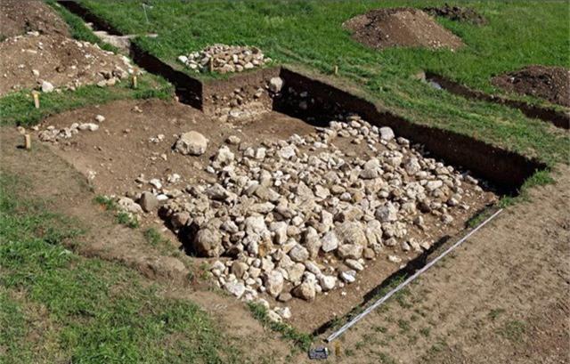 Phát hiện bàn tay kim loại 3.500 năm tuổi trong mộ cổ ở Thụy Sĩ - Ảnh 3.