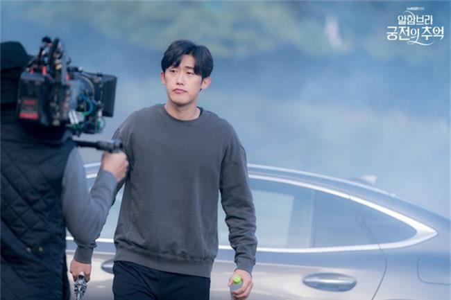Fan của Hyun Bin sẽ thấy yêu anh hơn khi xem những hình ảnh hậu trường này - Ảnh 7.