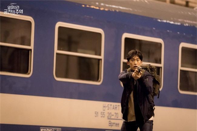 Fan của Hyun Bin sẽ thấy yêu anh hơn khi xem những hình ảnh hậu trường này - Ảnh 8.