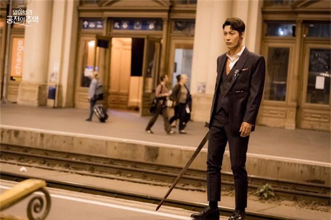 Fan của Hyun Bin sẽ thấy yêu anh hơn khi xem những hình ảnh hậu trường này - Ảnh 9.