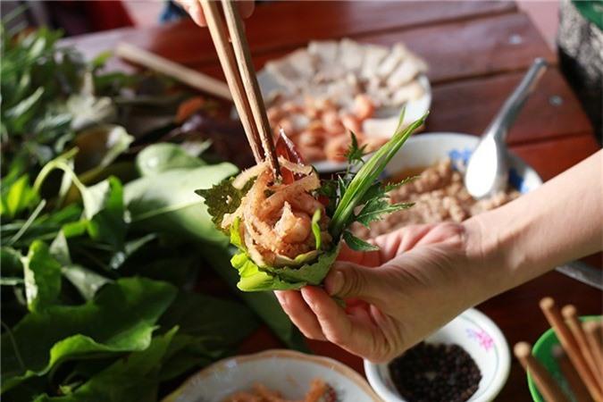 Kon Tum có 1 loại gỏi cuốn chung tới hơn 30 loại lá và là một đặc sản nức tiếng vùng Tây Nguyên-8